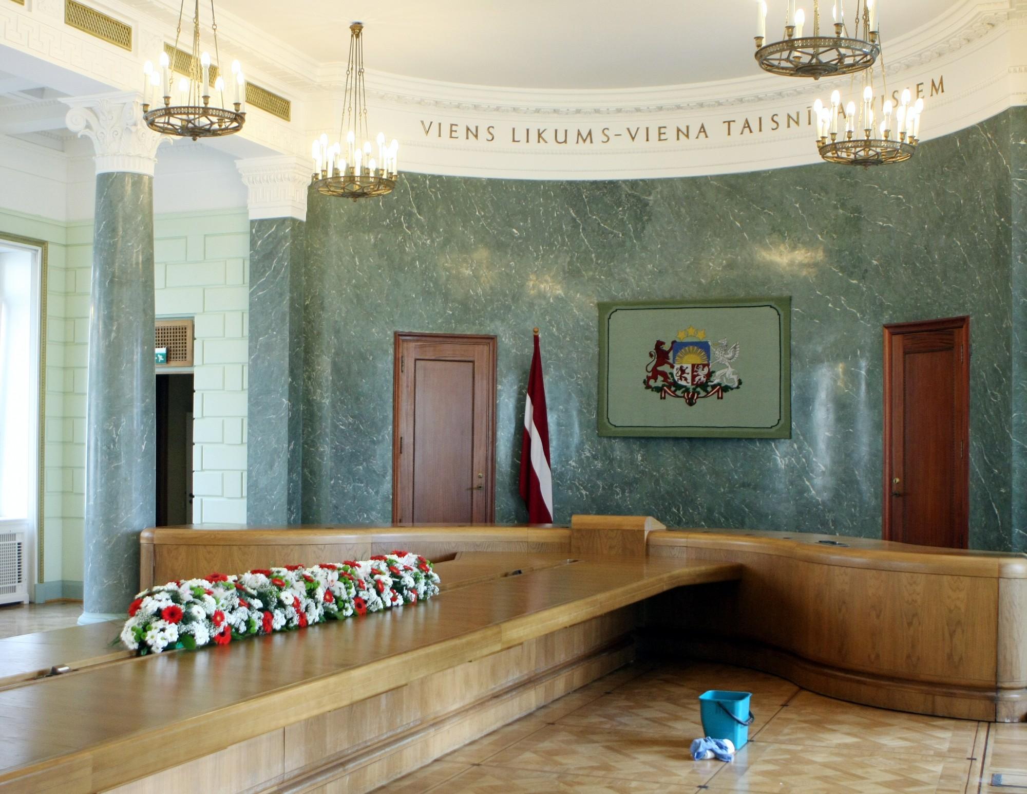 Министры предыдущего правительства получат пособия на 373 тыс. евро