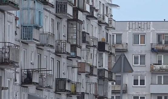 Продолжают обследовать опасные балконы