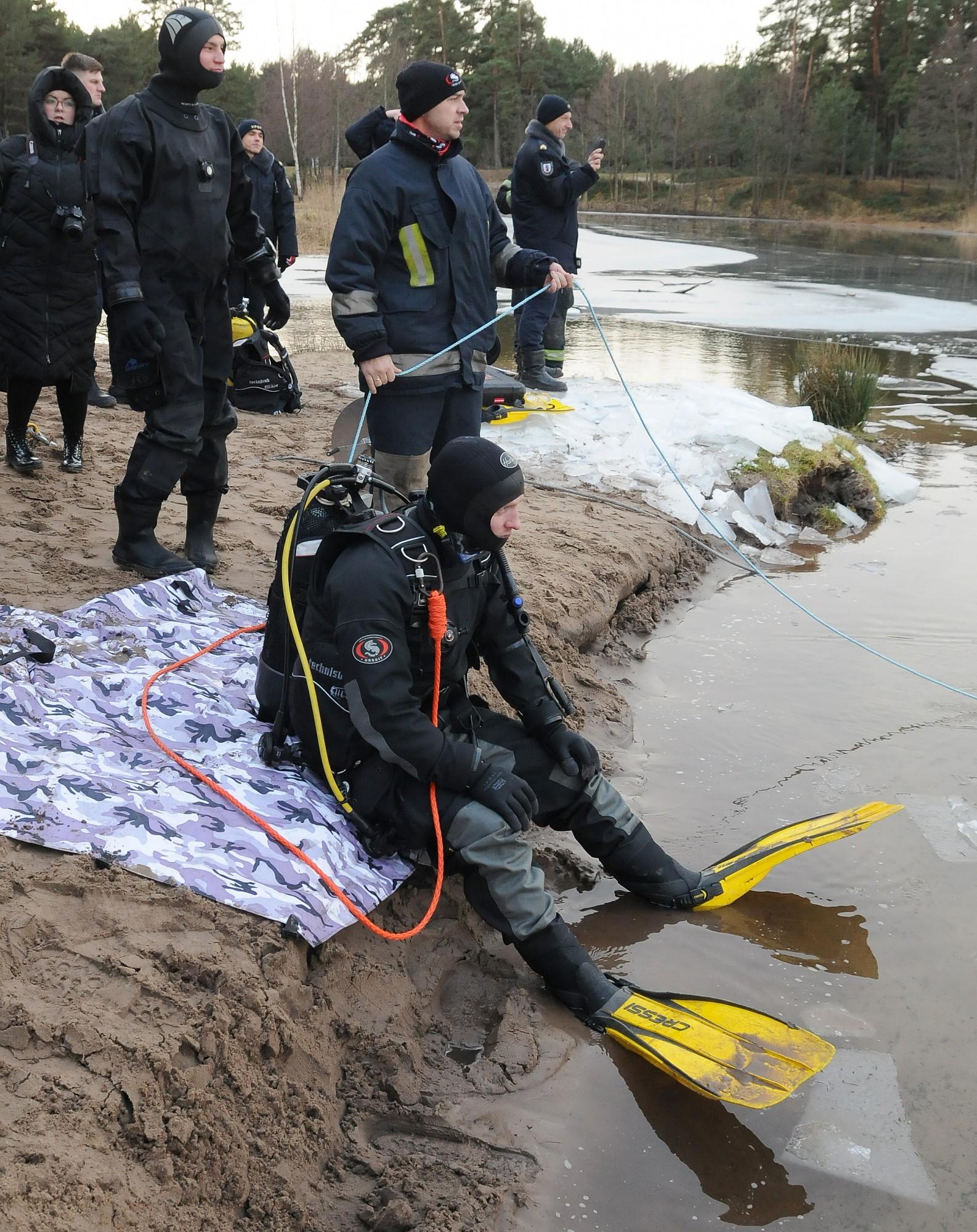 Спасатели тренеруются в экстремальных условиях