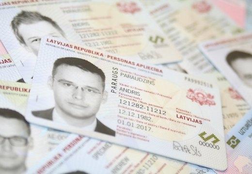 Сейм одобрил предложение сделать идентификационные карты обязательным удостоверяющим личность документом
