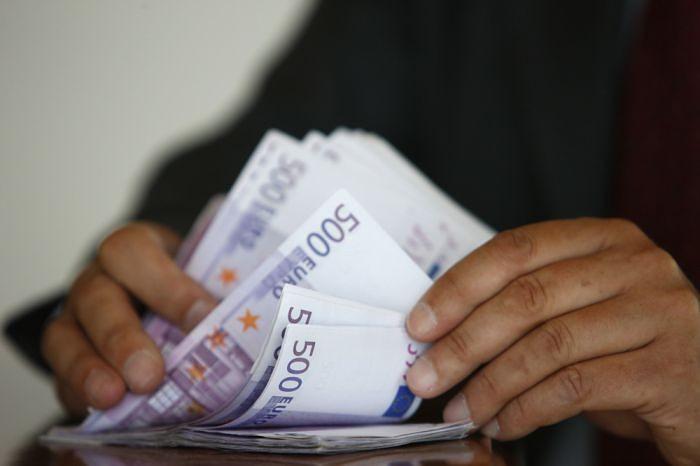 Средняя брутто-зарплата в Латвии в прошлом году выросла на 8,4%