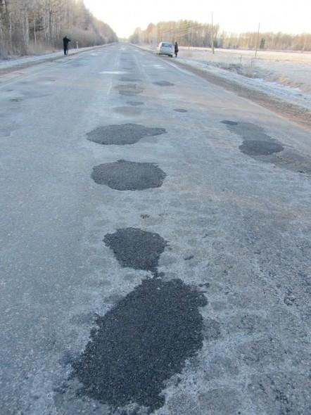 В этом году заделано 7396 квадратных метров опасных ям на дорогах