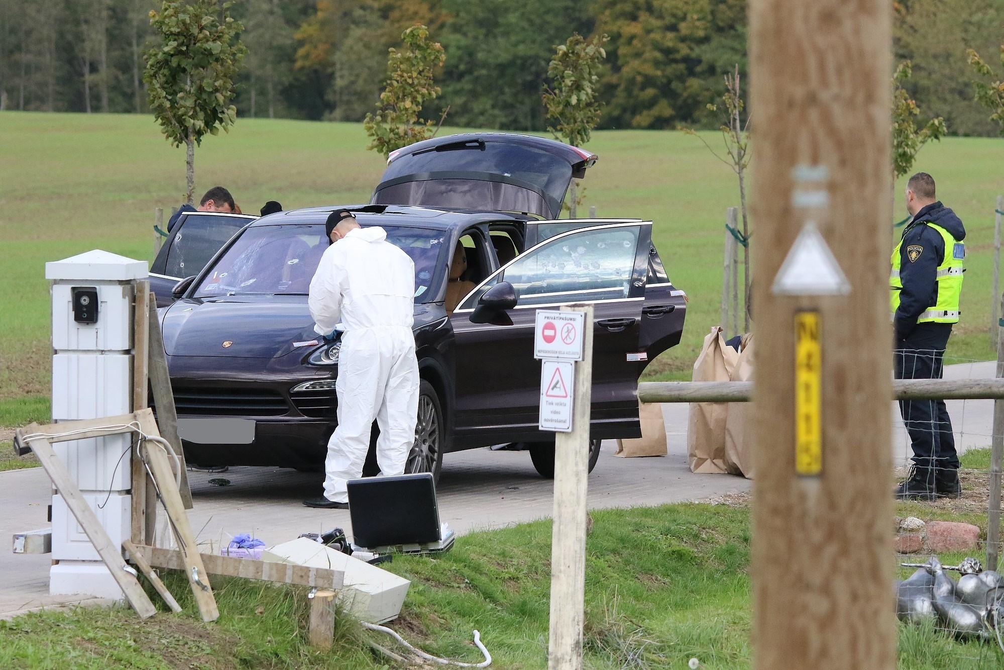 Стрельба, вероятно, была связана с бизнесом пострадавших за рубежом