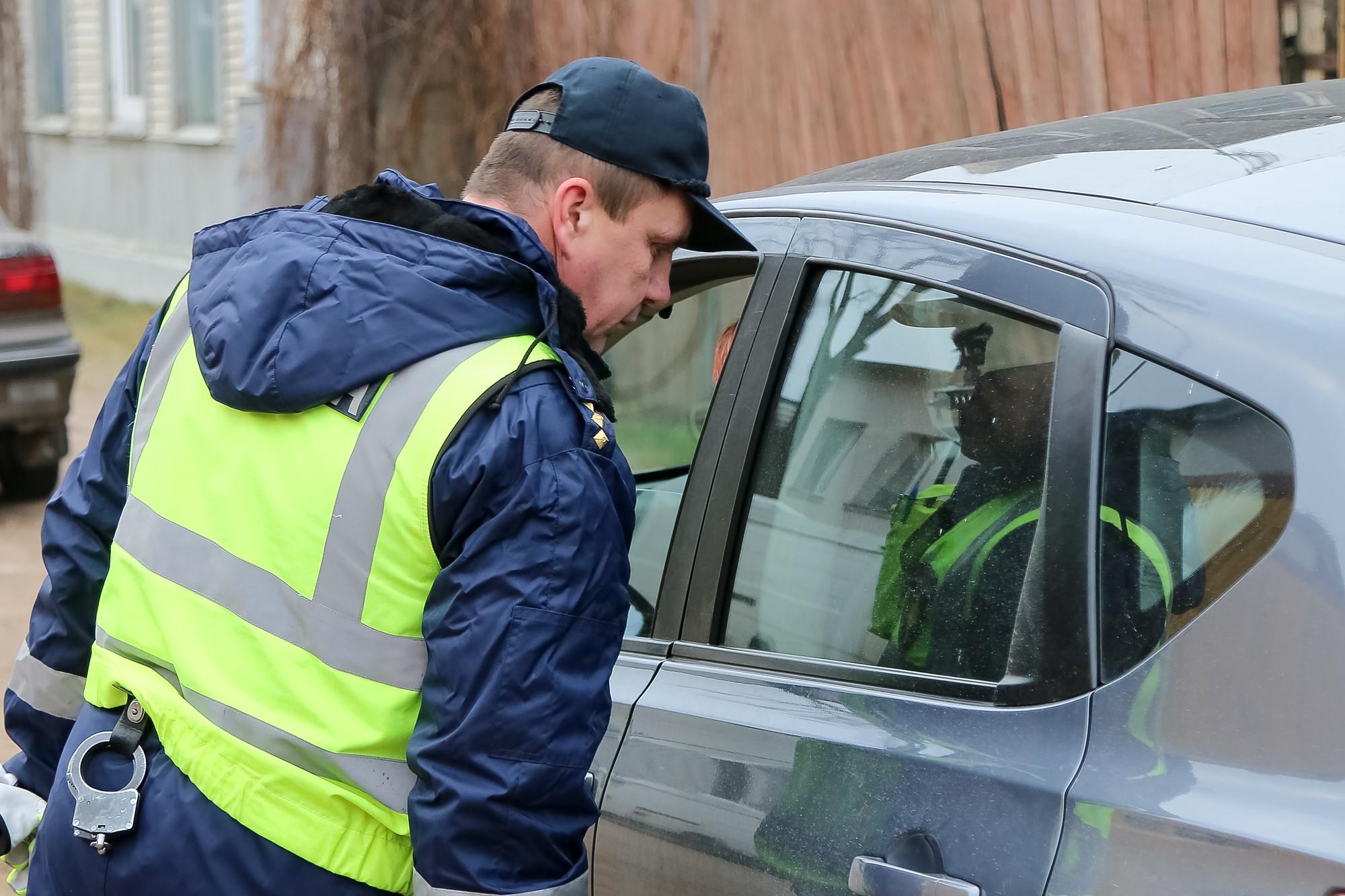 На праздники полиция проведет массовые проверки на дорогах страны