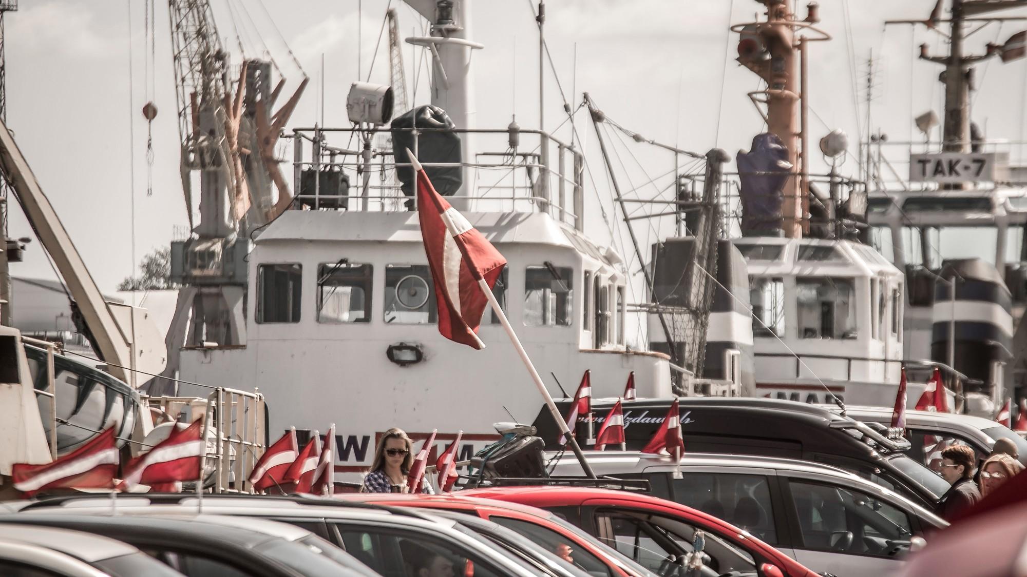 Проведен традиционный заезд с флагами