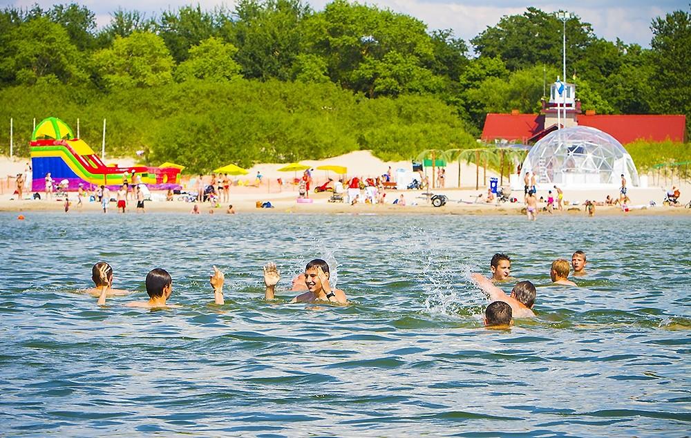 Впервые в этом году в Латвии из-за жары объявлено оранжевое предупреждение