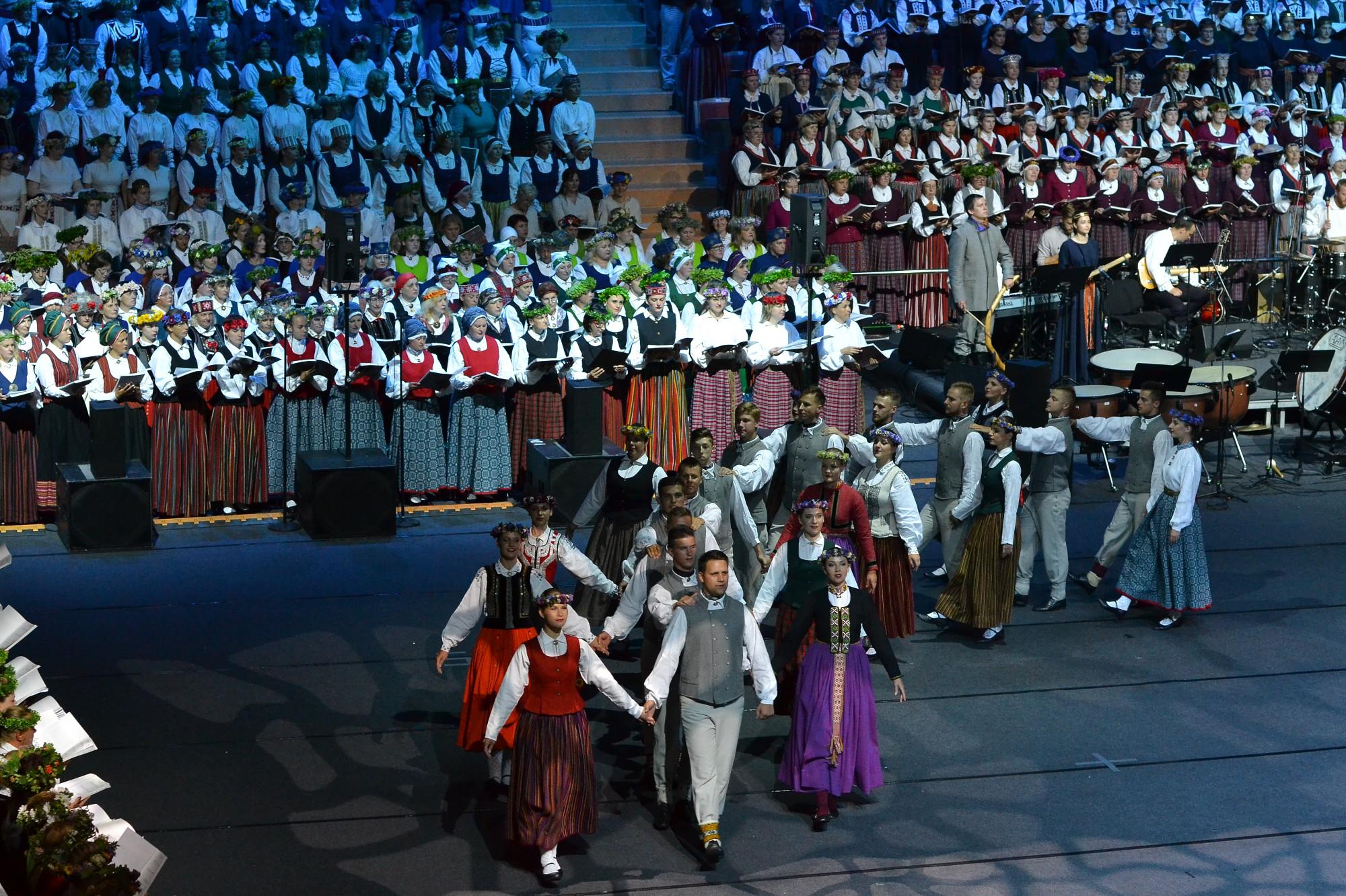 Пели и танцевали на Празднике песни Курземе