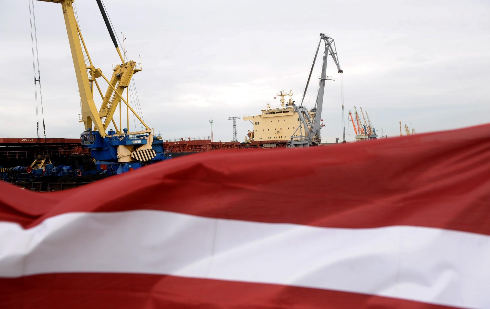 Правительство поддержало уменьшение зарплат на четверть членам правления крупных портов