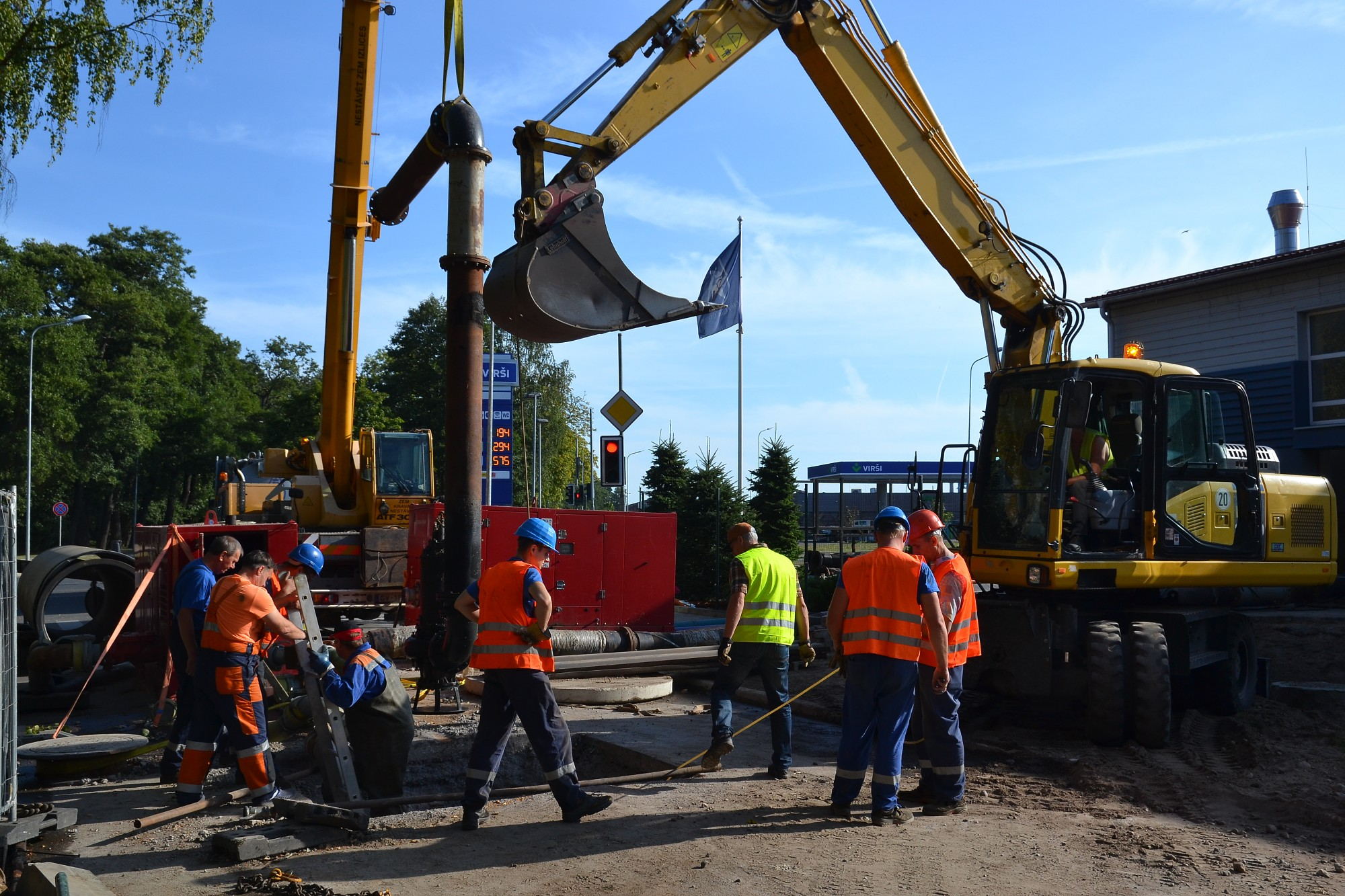 Большая авария на канализационных сетях на улице Земниеку ликвидирована