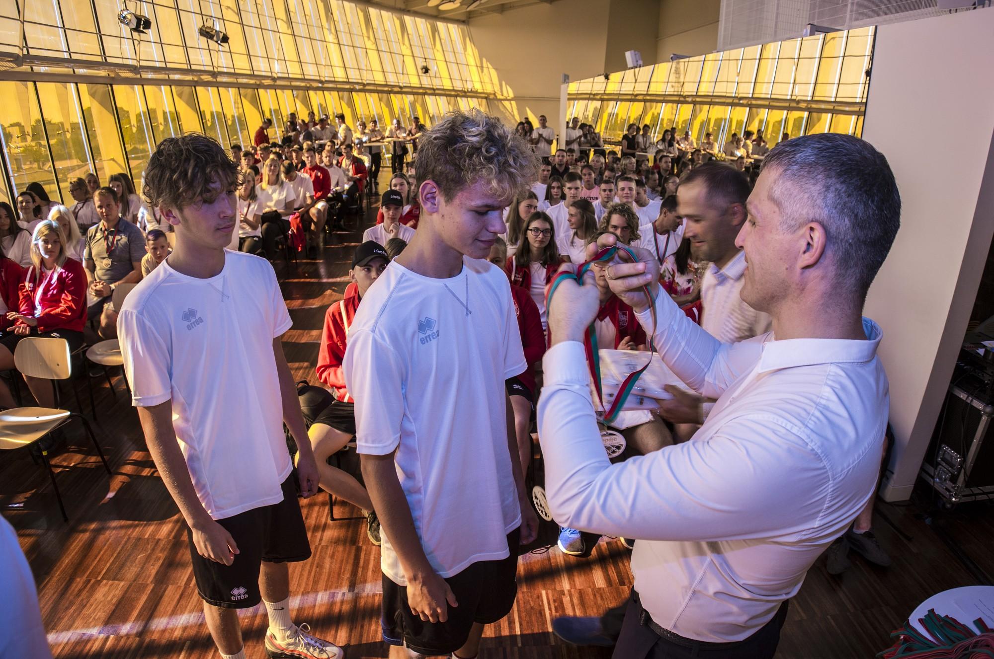 Чествуют лучших лиепайских спортсменов Латвийской молодежной олимпиады