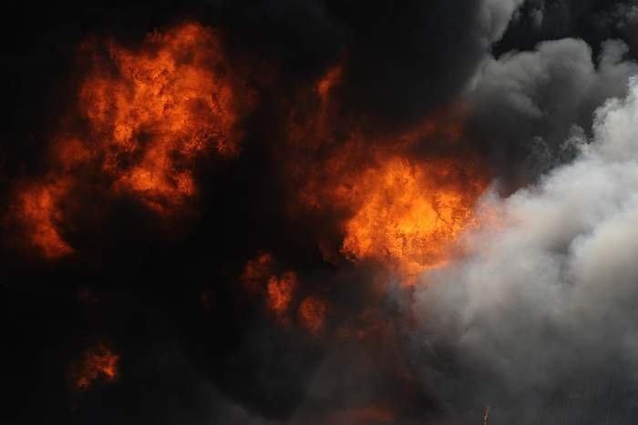На улице Павилостас горит лесной почвенный покров и торф