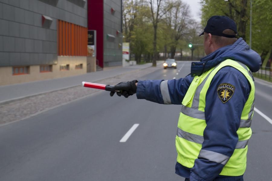 Полиция в четверг будет усиленно контролировать дорожное движение