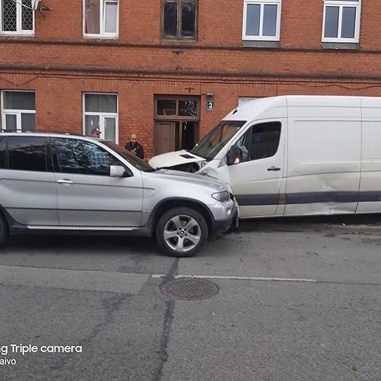 В аварии пострадали четыре автомашины