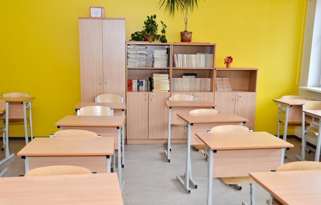 В новом учебном году в стране за парты сядут почти 215 000 школьников