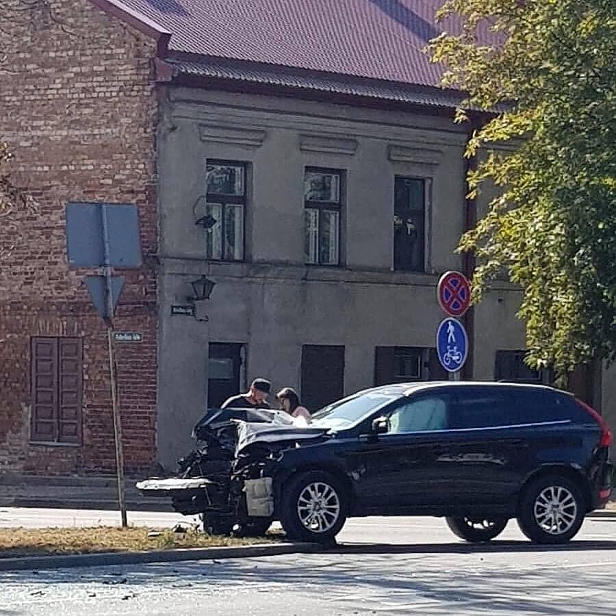 На улице Бривибас «Вольво» не уступил дорогу автобусу