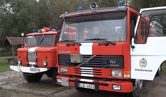 Пожарные-добровольцы во многих местах все еще используют советские машины