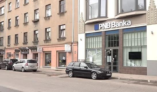 Некоторые клиенты «PNB Banka» не могут дойти до банка, чтобы сменить счет