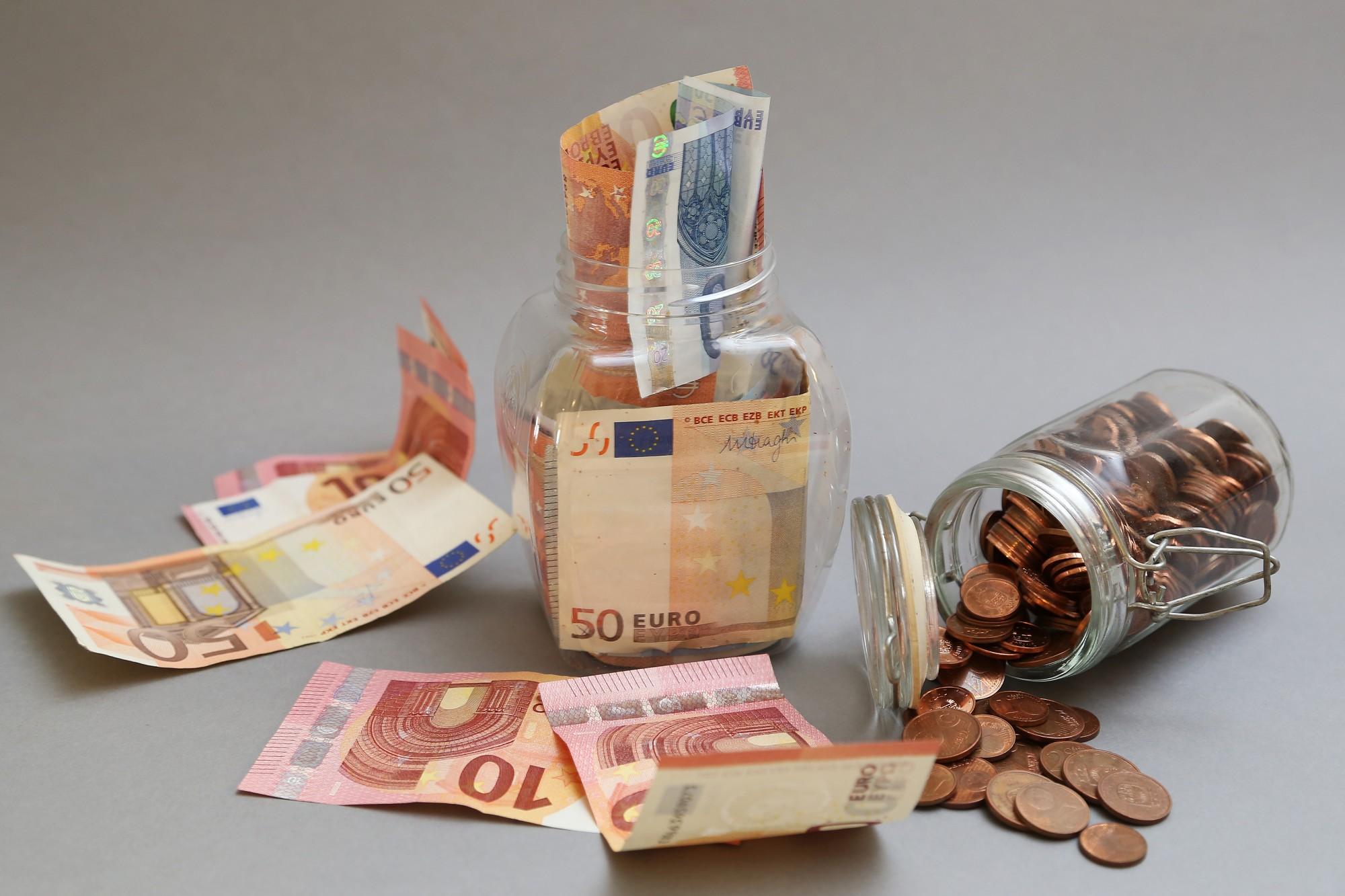 Поступления бюджета 2020 года прогнозируются в размере 9,89 млрд евро, расходы — 10 млрд евро