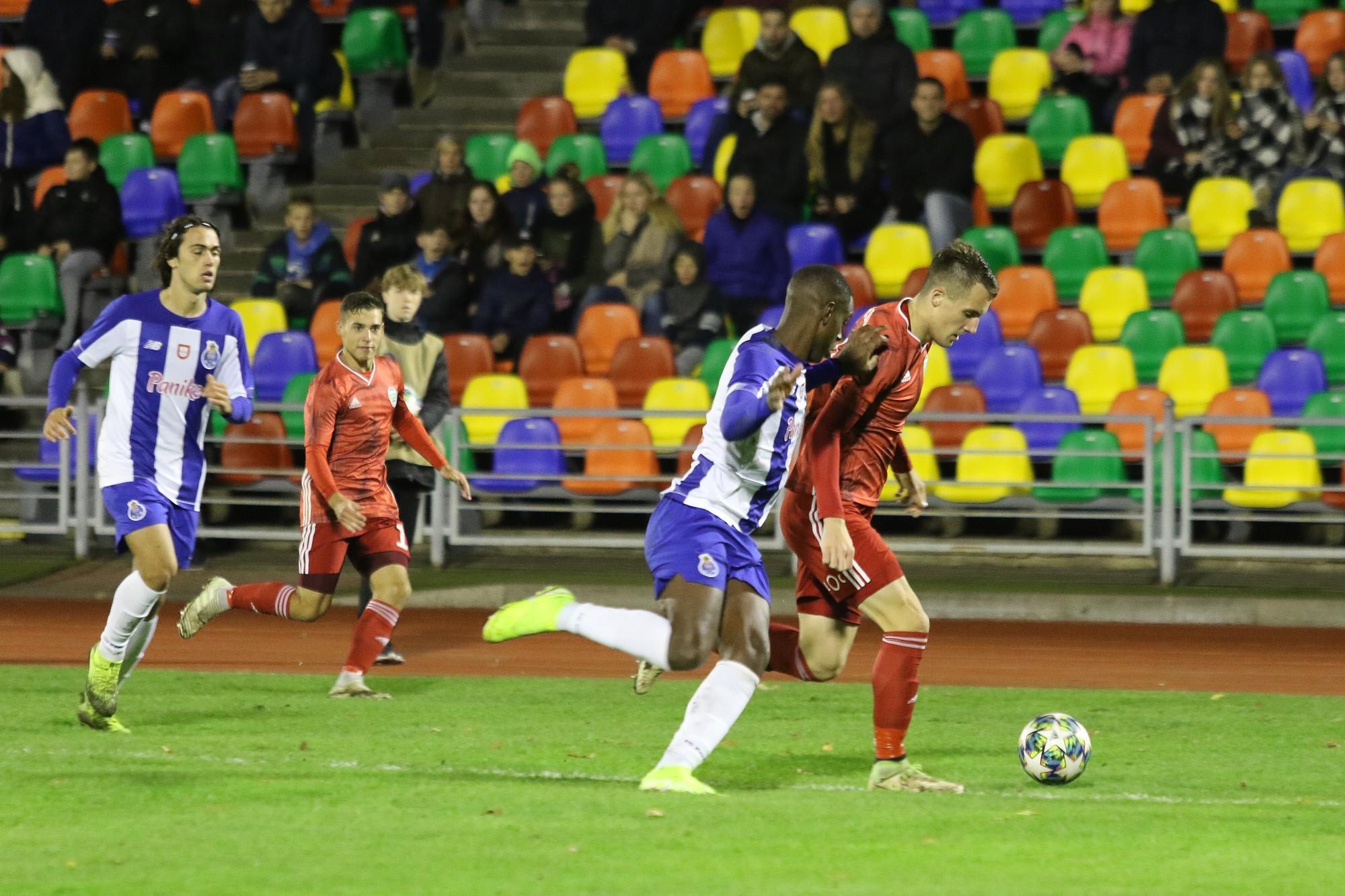 Юные футболисты уступили всухую «Порто»