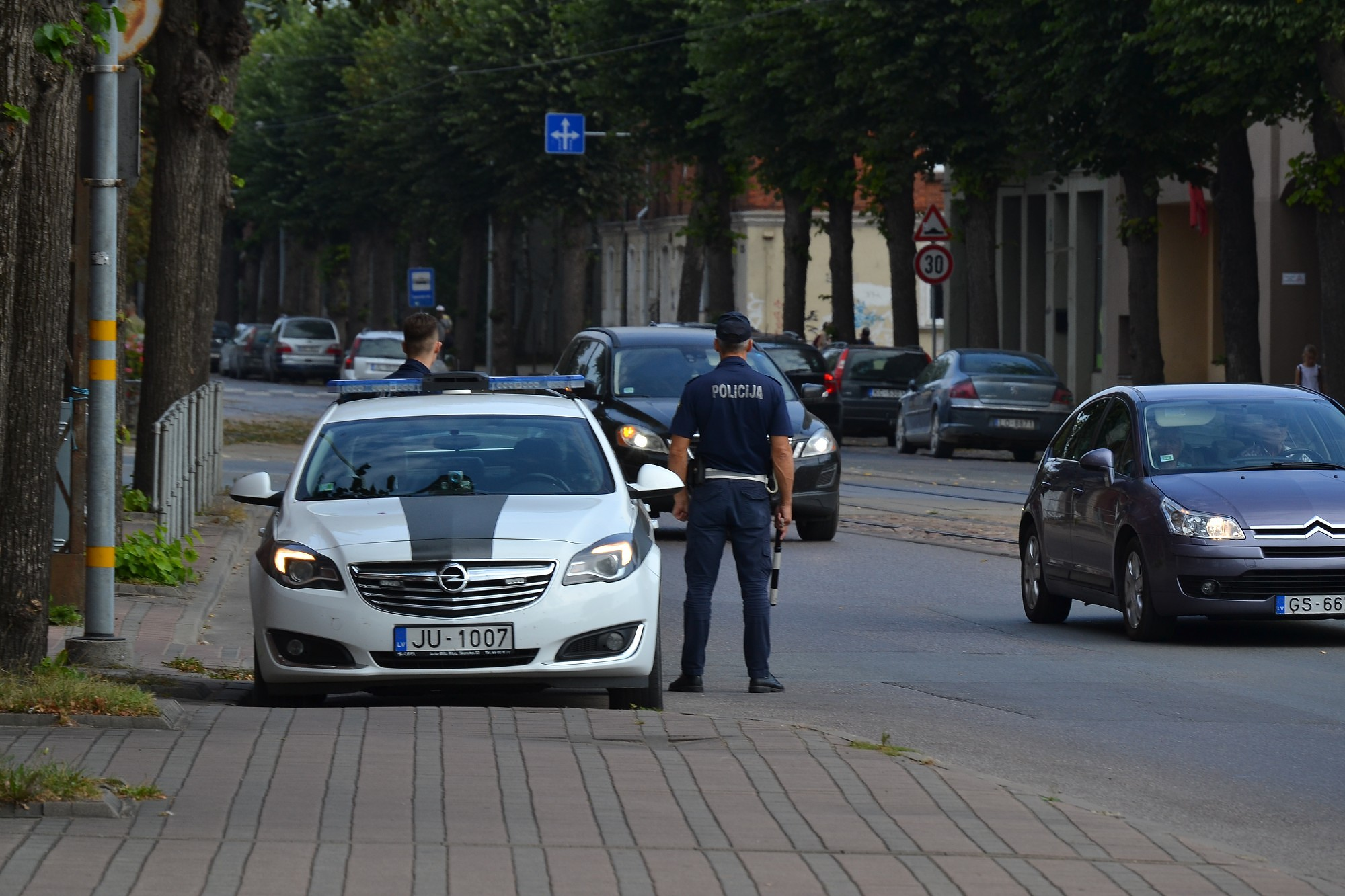 Дорожных полицейских оснастят видеокамерами на одежду