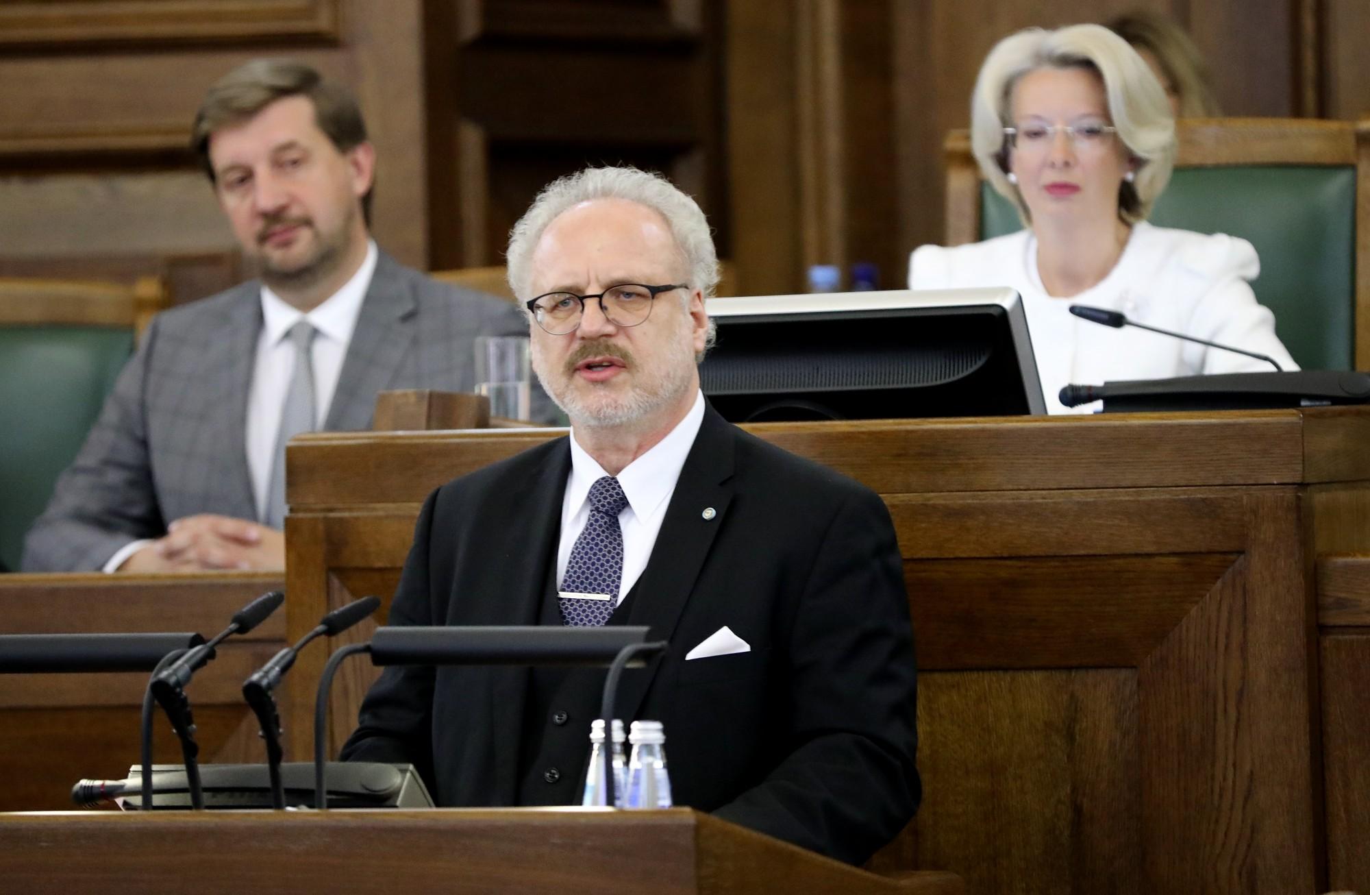 Левитс призывает Сейм отказаться от законов, содержащих пустые обещания