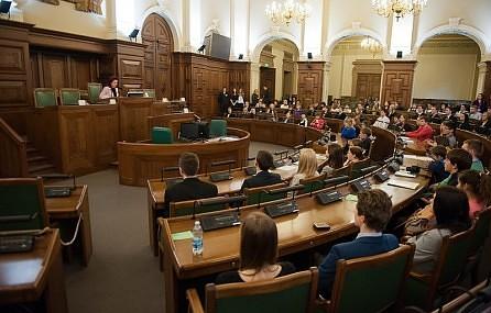 В первый день в ходе 14-часовых дебатов рассмотрена меньшая часть законопроектов бюджета следующего года