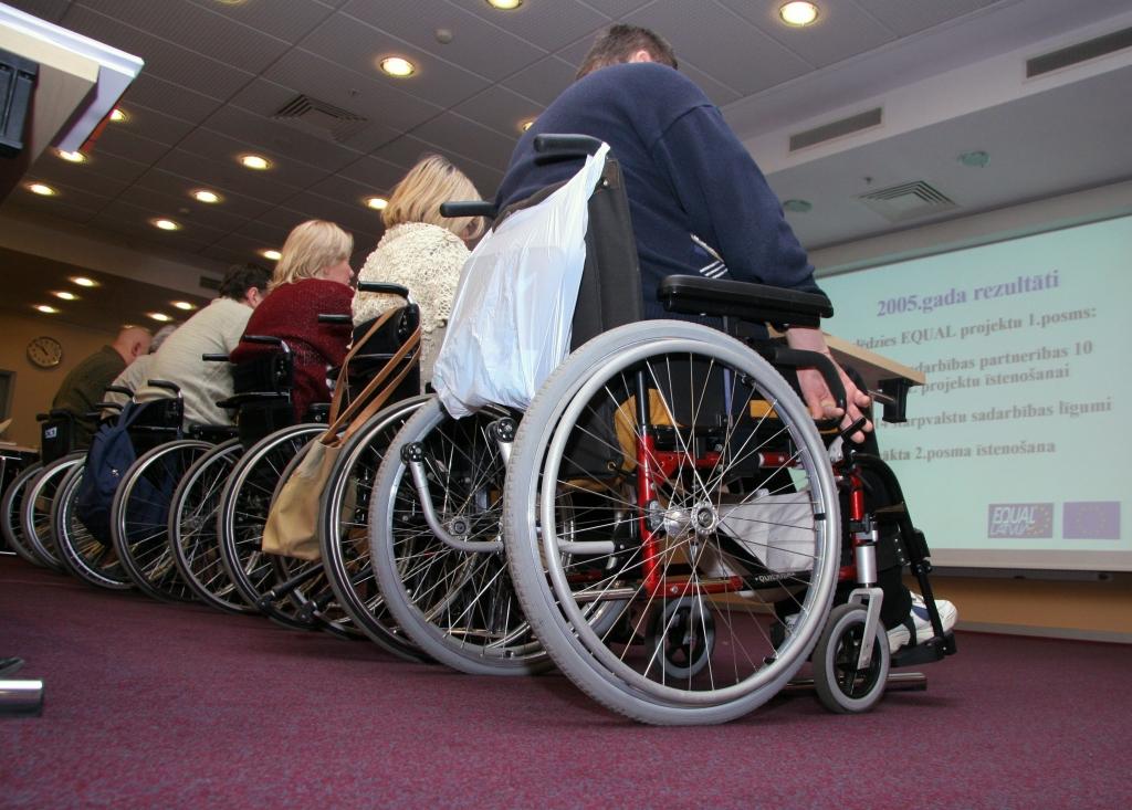 Сейм в окончательном чтении поддержал поправки к закону об инвалидности