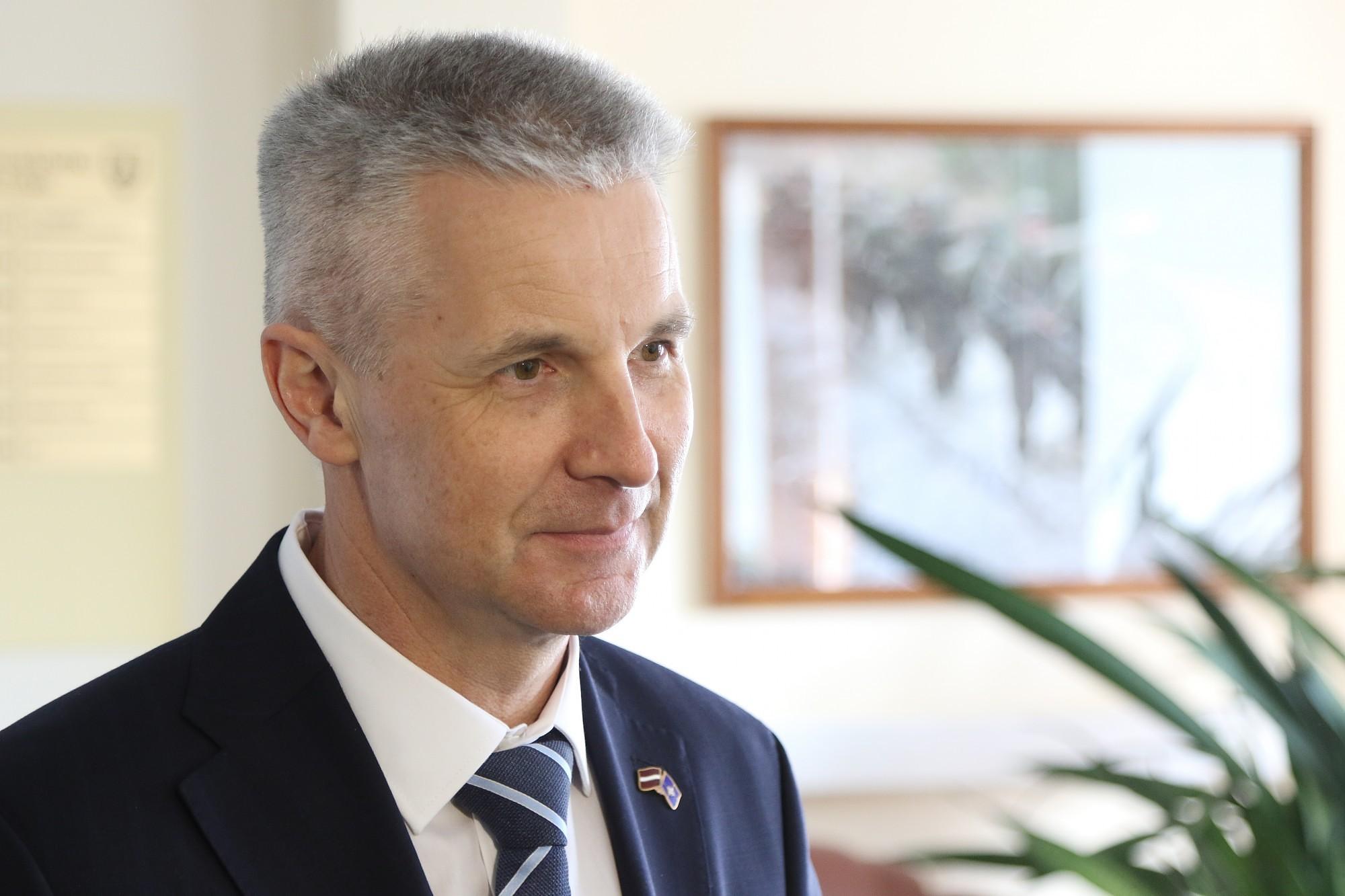 Пабрикс считает что необходимо небольшое, но эффективное присутствие военно-морских сил НАТО в Лиепае
