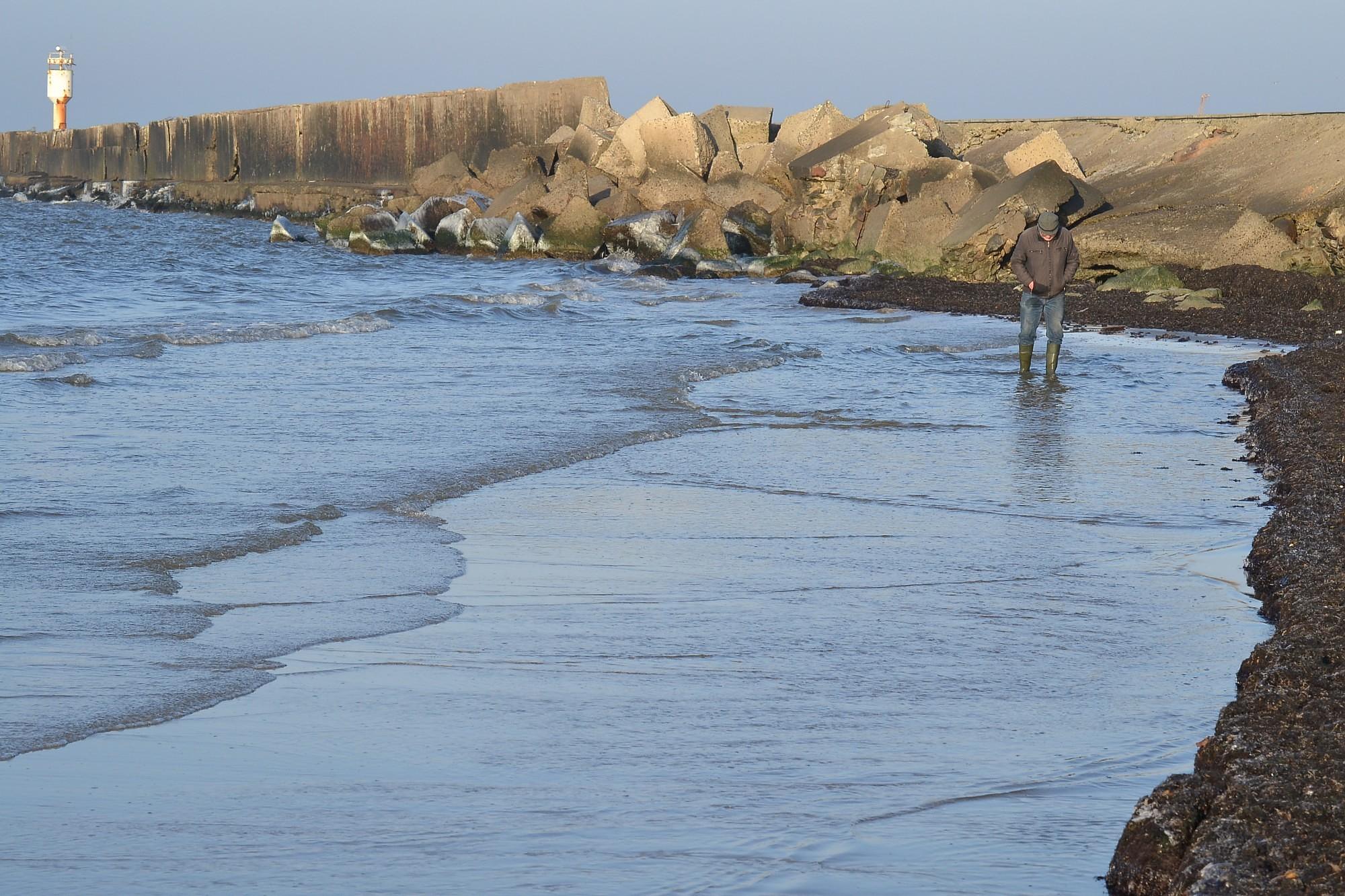 Море у Южного мола отступило более, чем на 10 метров