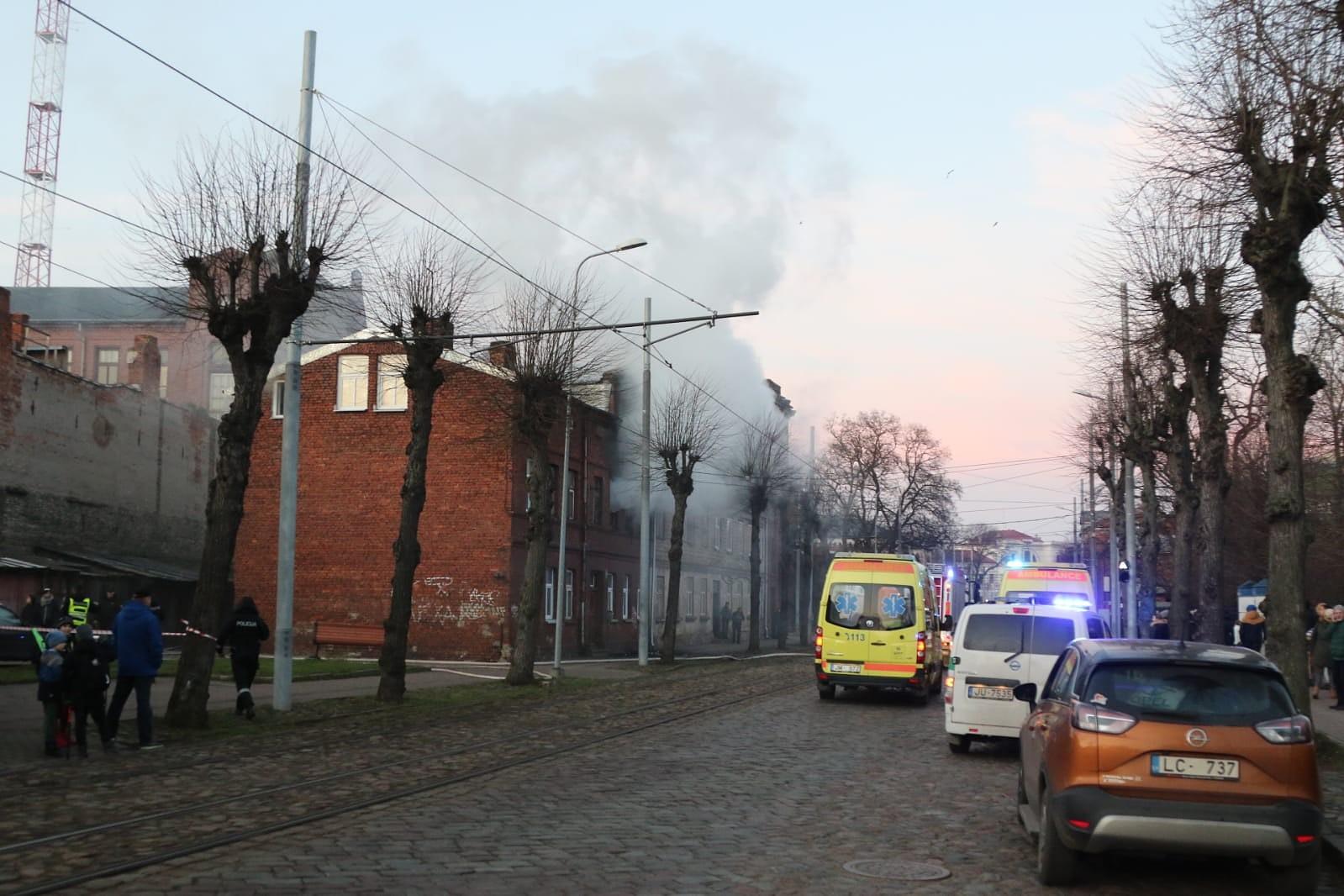 На улице Ригас возник пожар