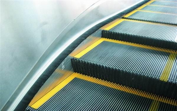 Эскалатор в ТЦ «Остмала» пока еще не заработает