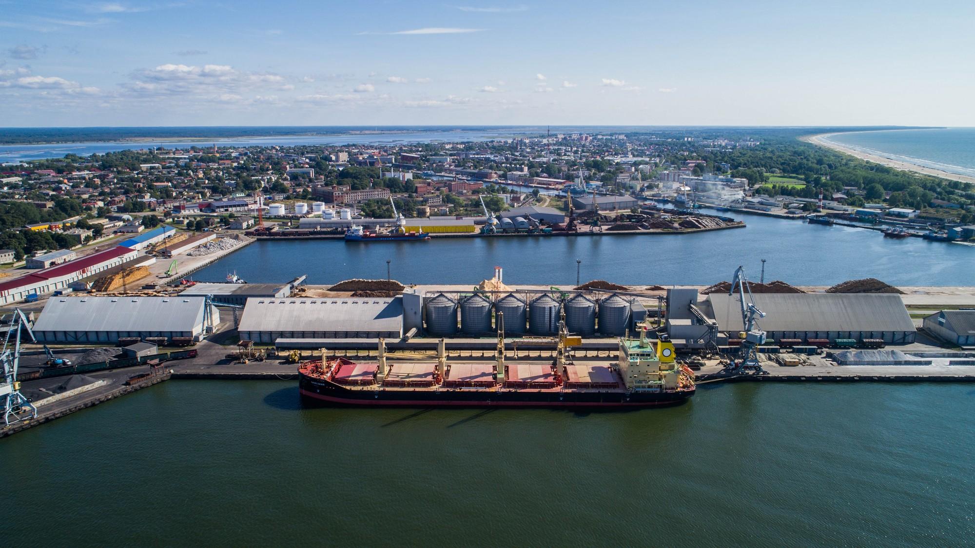В Лиепайском порту в прошлом году перевалено на 2,7% меньше грузов