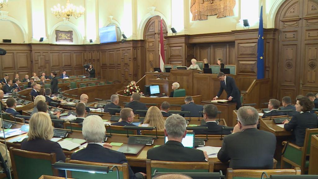 Собирают подписи за сокращение числа депутатов Сейма