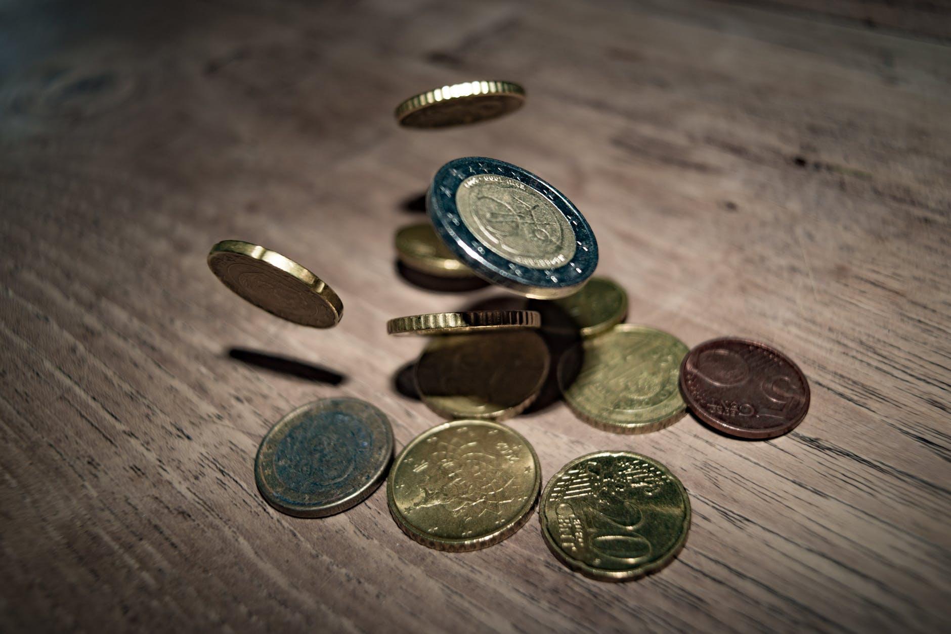 В контексте налоговых изменений предлагается изменить дифференцированный необлагаемый минимум и ставки подоходного налога