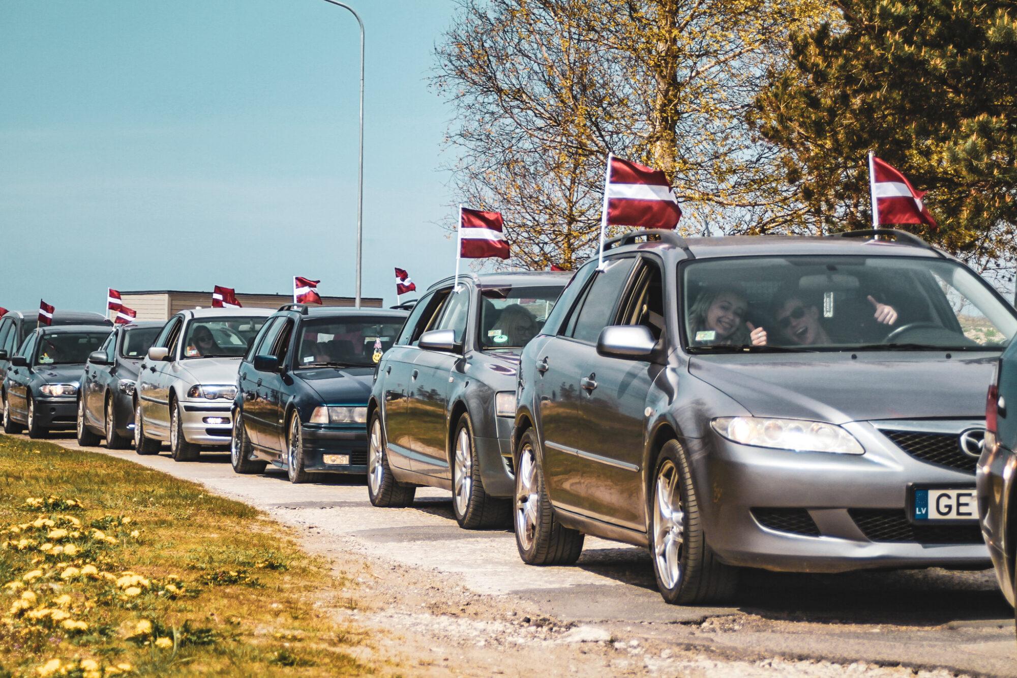 В Лиепае проведен ежегодный заезд с флагами