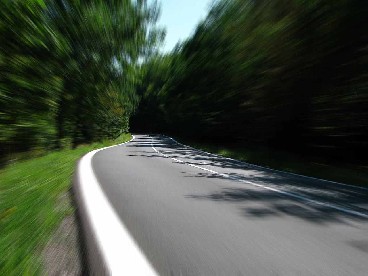 В Гробиньском крае несся со скоростью 142 км/час; Государственная полиция выявляет все больше нарушителей скоростного режима в Курземе