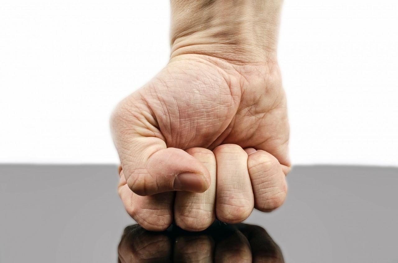 В семейном конфликте пожилая мать пострадала от агрессивного сына