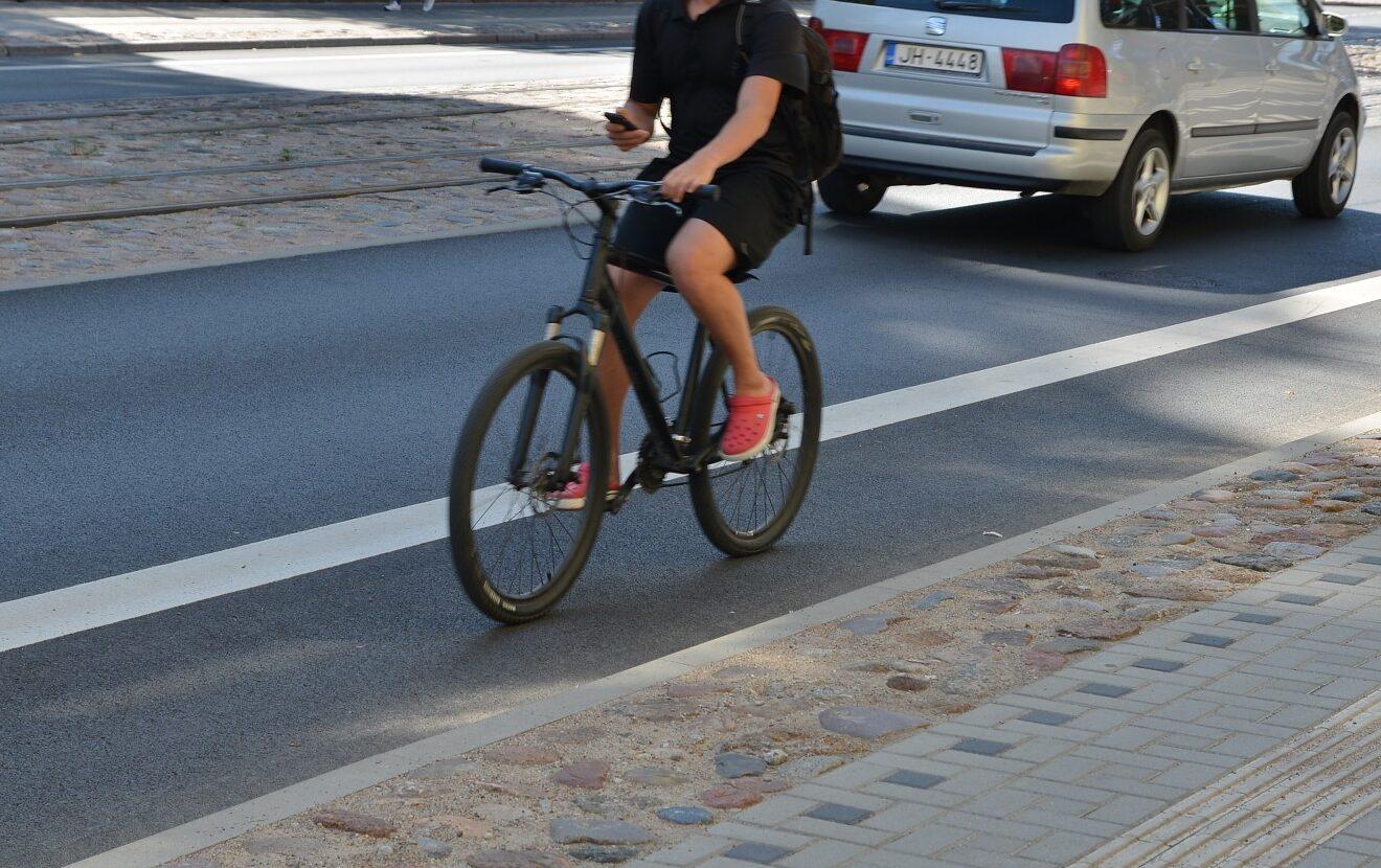 На улице Турайдас мужчина крутил педали велосипеда с 2,64 промилле в крови
