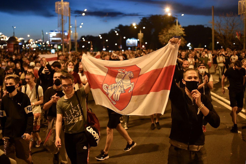 Лиепайчане переживают за своих в Беларуси