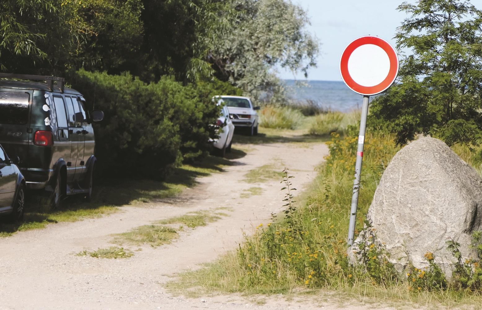 Из отдыхающего – в нарушители, автомашины размещают даже в запрещенных местах