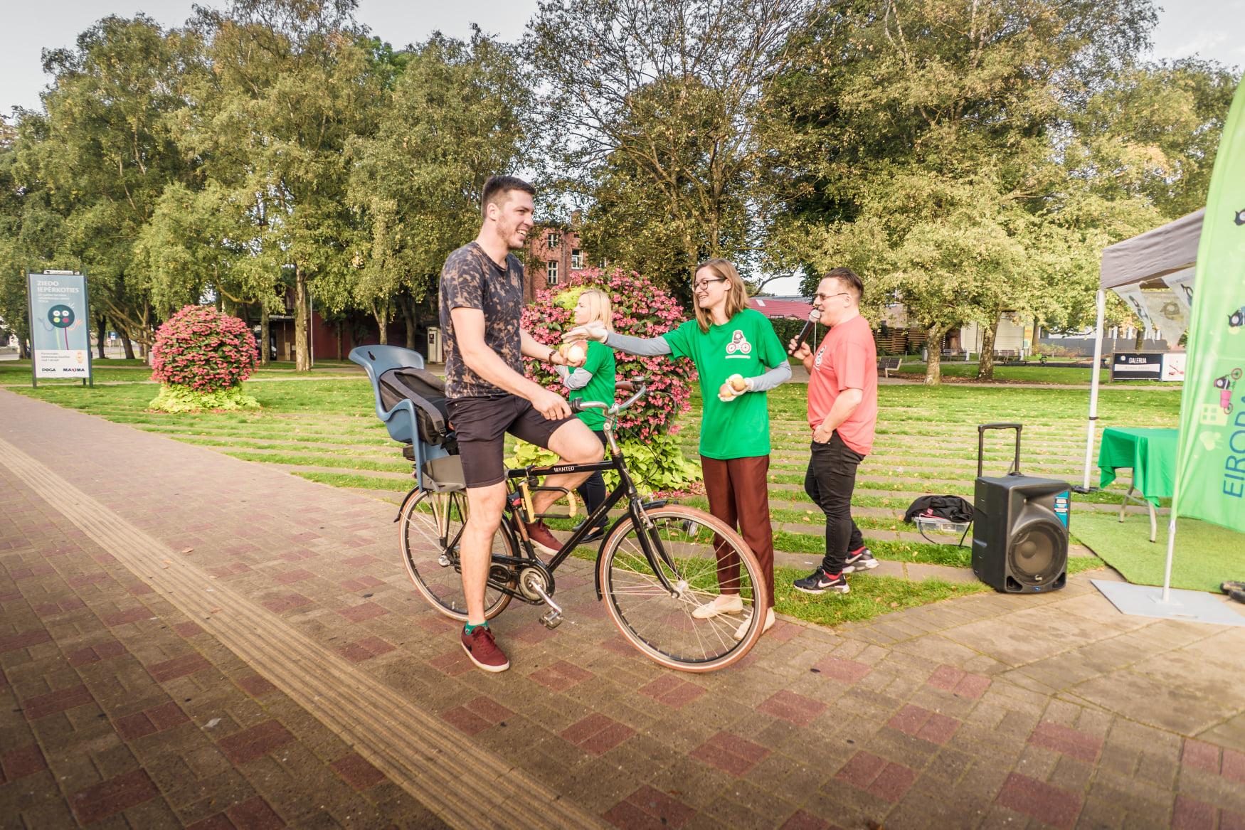 Велосипедистам – особое внимание
