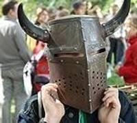 Заманчивость средневековья привлекает школьников
