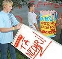 Учащиеся призывают беречь озон и себя самого