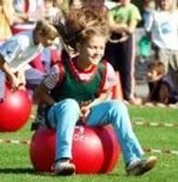 Олимпийский день в парке собрал много школьников