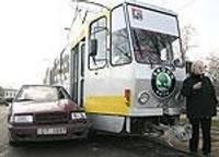 Не уступила дорогу трамваю