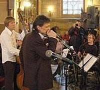 Друзья по рок-н-роллу поют о Рождестве