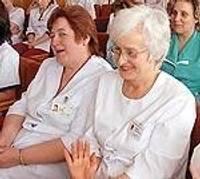 Поздравляют медсестер с их профессиональным праздником