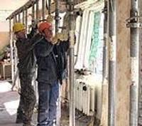 Восстанавливают пострадавшее от взрыва здание