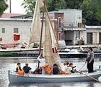 Будущие мореходы учатся поднимать паруса