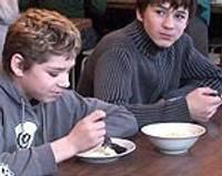 Видео! – Можно ли в школьных столовых накормить школьников?